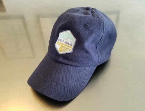 Gorra con el logotipo de GeoIsla bordado