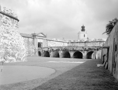 Documentación de la puerta de entrada y la capilla del Morro (1956)