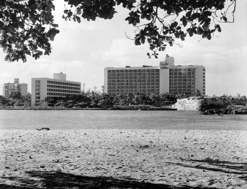 Hotel Caribe Hilton y Fuerte de San Jerónimo (1964)