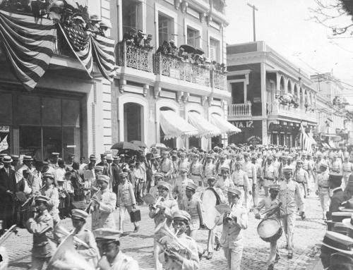 Parada de 4 de julio en la calle San Francisco (c. 1912)