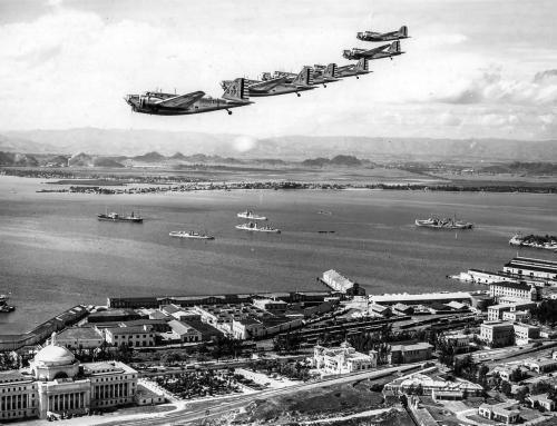Bombarderos B-18 volando sobre San Juan (1940)