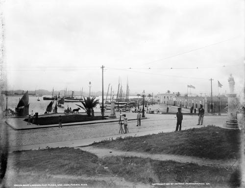 Marina y plaza en el Viejo San Juan (c. 1901)