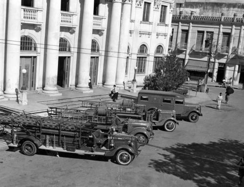 Carros bombas frente a la alcaldía de Mayagüez (1939)