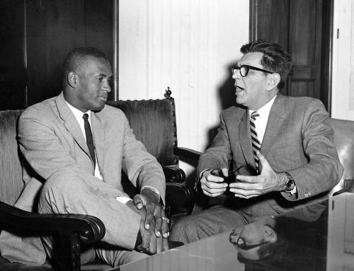 Roberto Clemente y el gobernador Sánchez Vilella en La Fortaleza (1965)